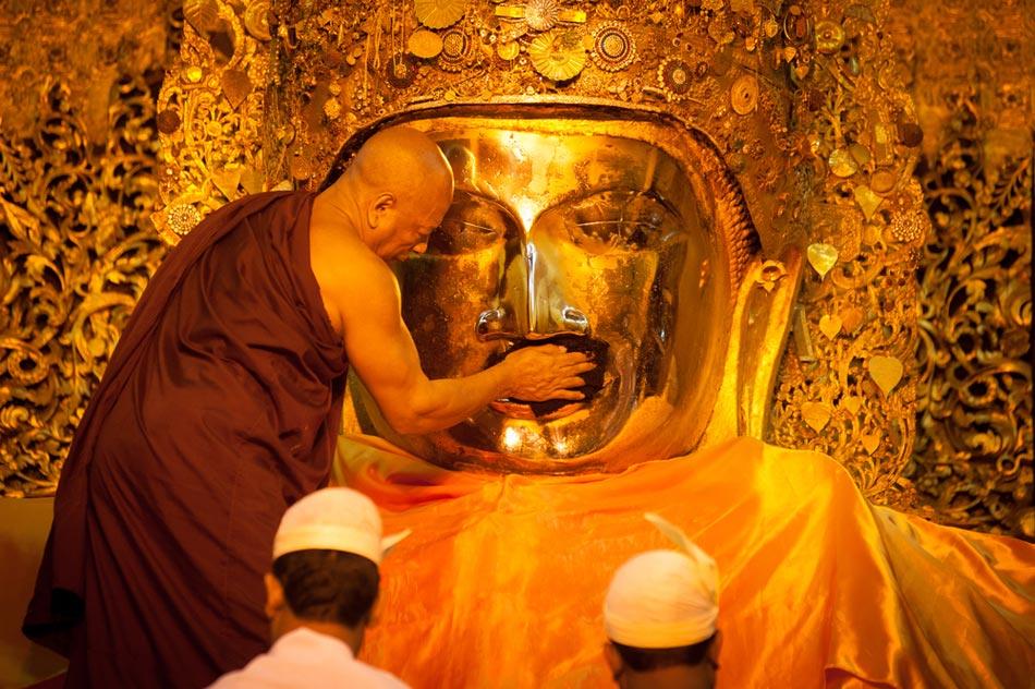 พระมหามัยมุนี (Mahamuni Buddha)