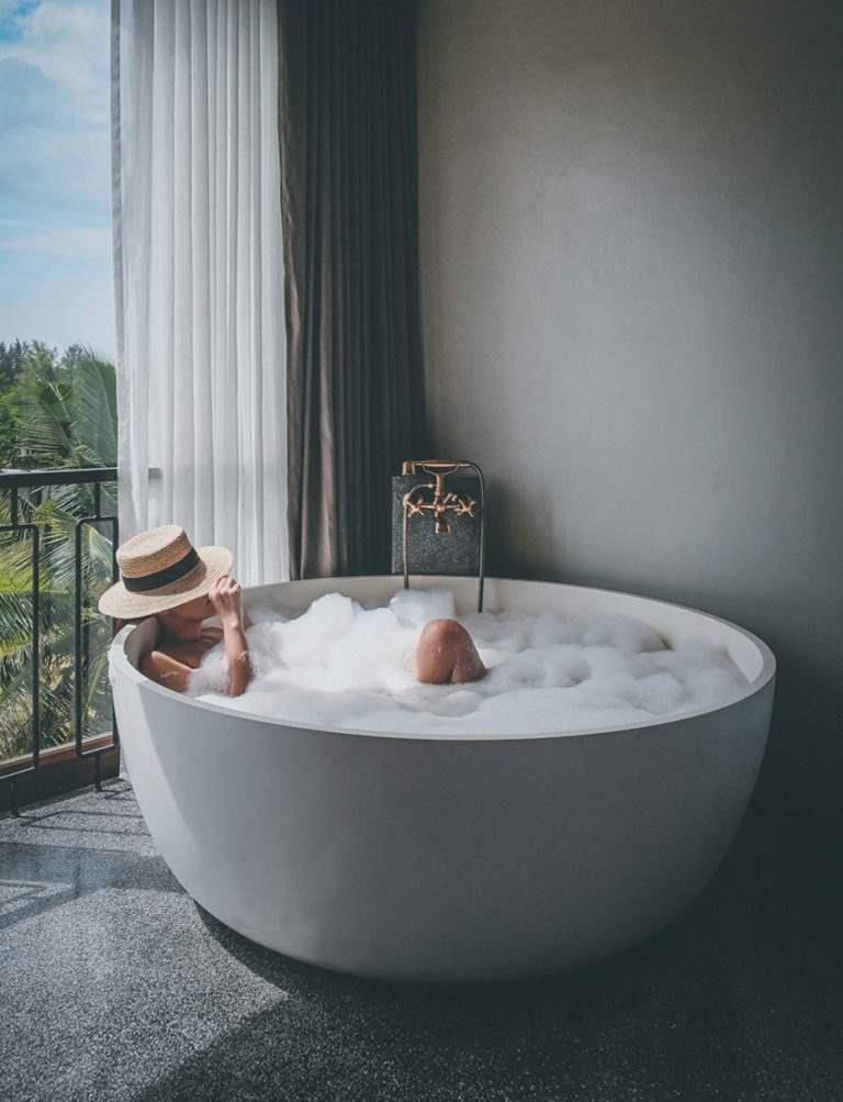 "Hotel Gahn Khao Lak การพักผ่อนผ่าน ""กาล"" เวลา"